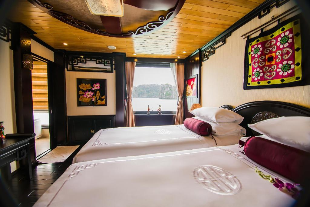 A room at Dragon Legend Cruise
