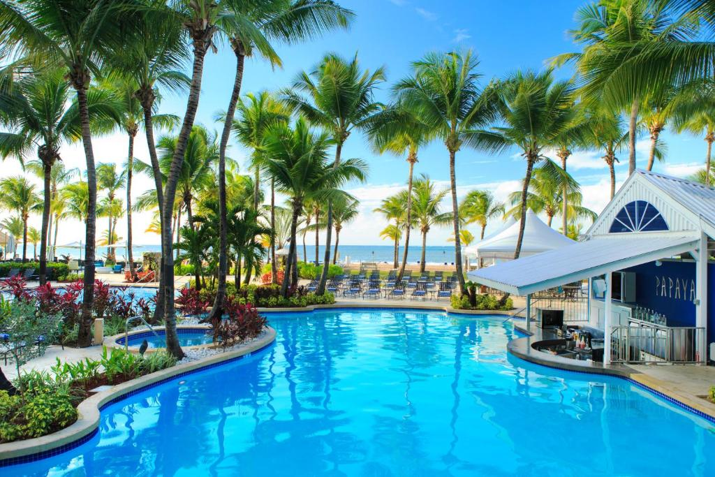 The swimming pool at or close to Courtyard by Marriott Isla Verde Beach Resort
