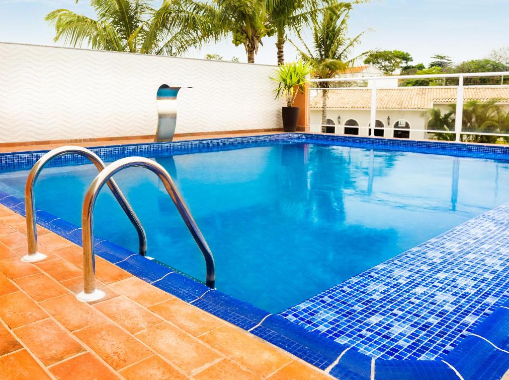 A piscina localizada em Hotel KK ou nos arredores
