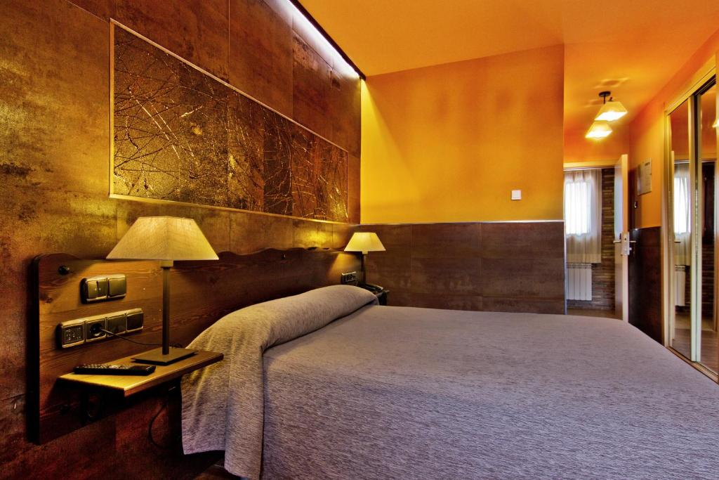 A bed or beds in a room at Hotel Doña Blanca