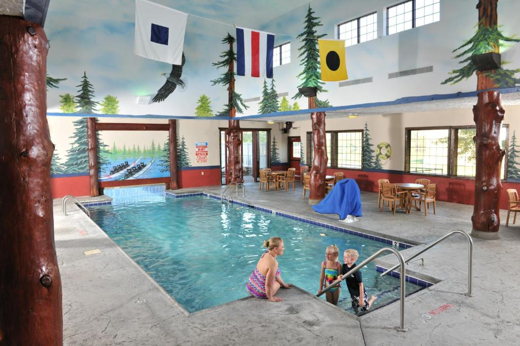 The swimming pool at or near Stoney Creek Hotel Moline