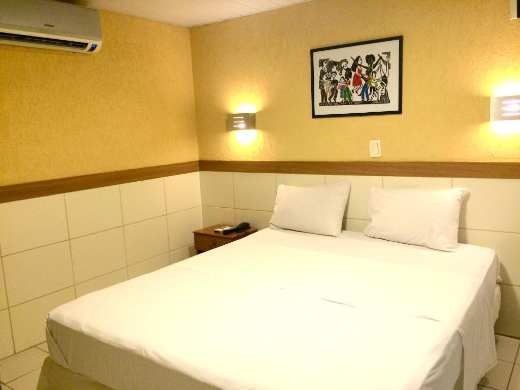 A bed or beds in a room at Hotel Veraneio