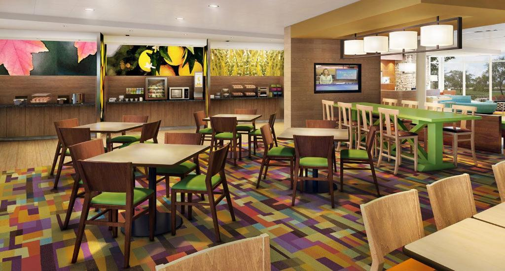 A restaurant or other place to eat at Fairfield Inn & Suites by Marriott St. Louis Pontoon Beach/Granite City, IL