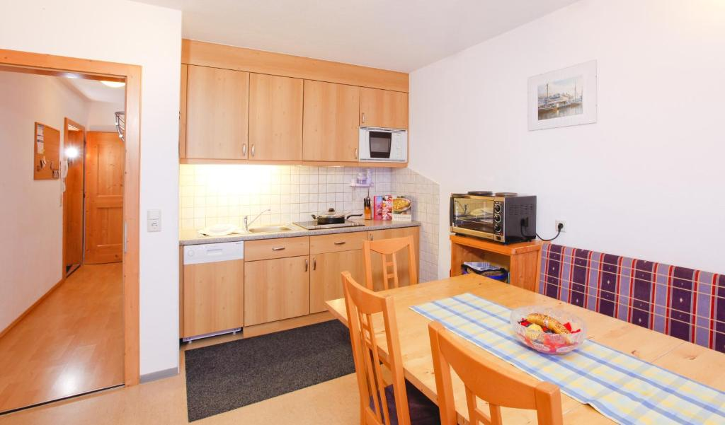 A kitchen or kitchenette at Haus Berthold