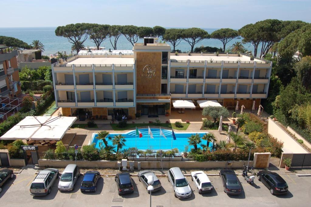 Vista sulla piscina di Hotel Albatros o su una piscina nei dintorni