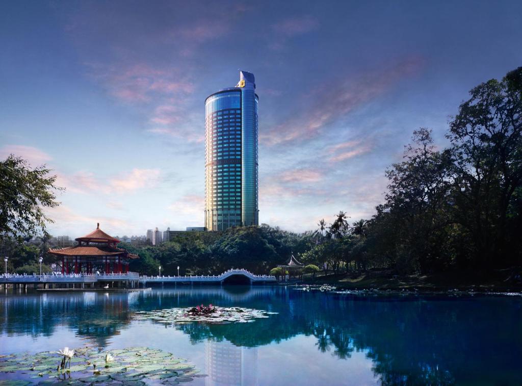 香格里拉台南遠東國際大飯店游泳池或附近泳池