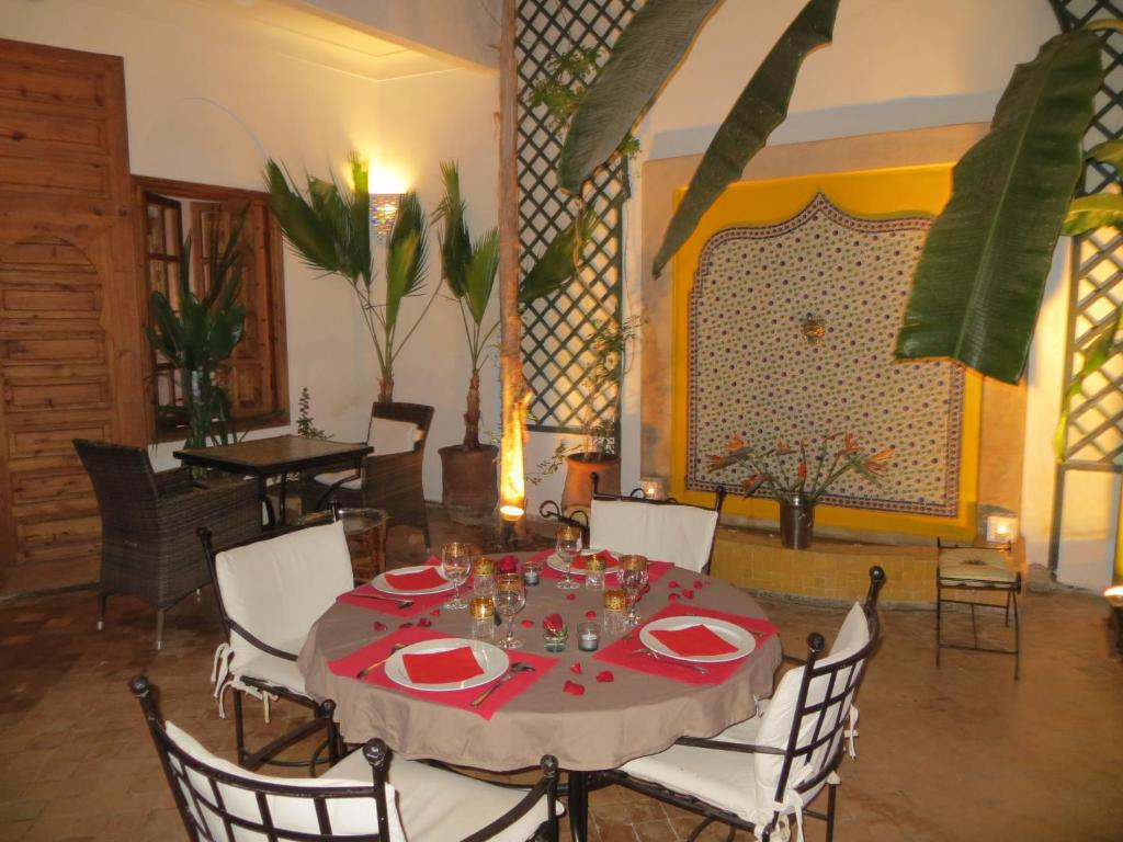 A restaurant or other place to eat at Riad Irene