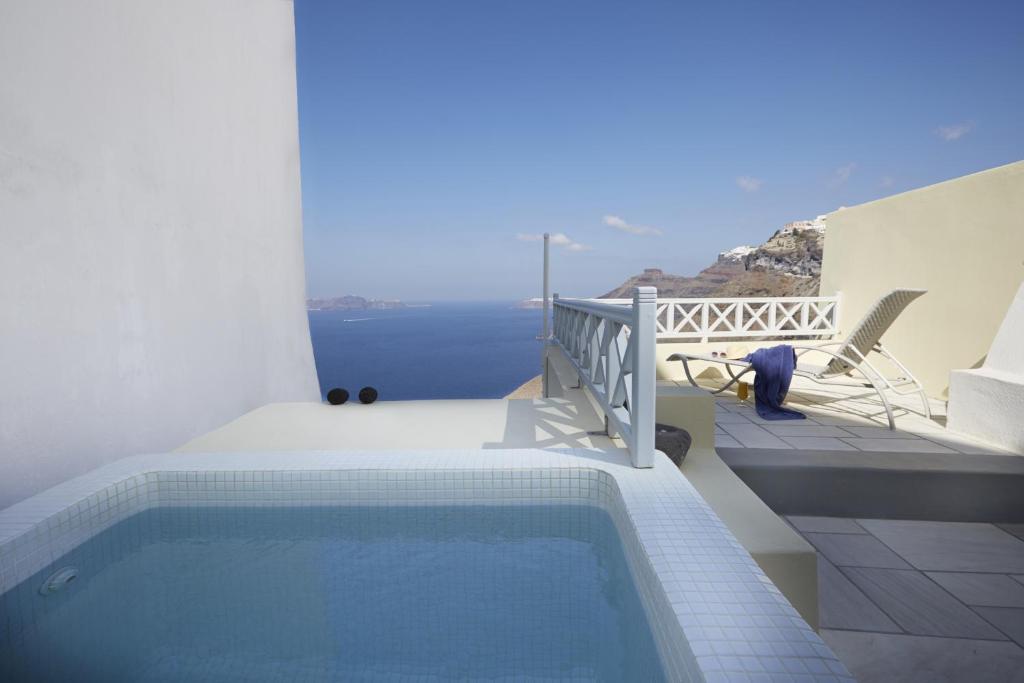 Πισίνα στο ή κοντά στο Cori Rigas Suites