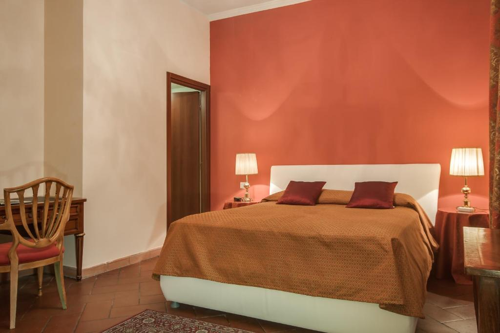 A bed or beds in a room at Lungarno Ponte Vecchio