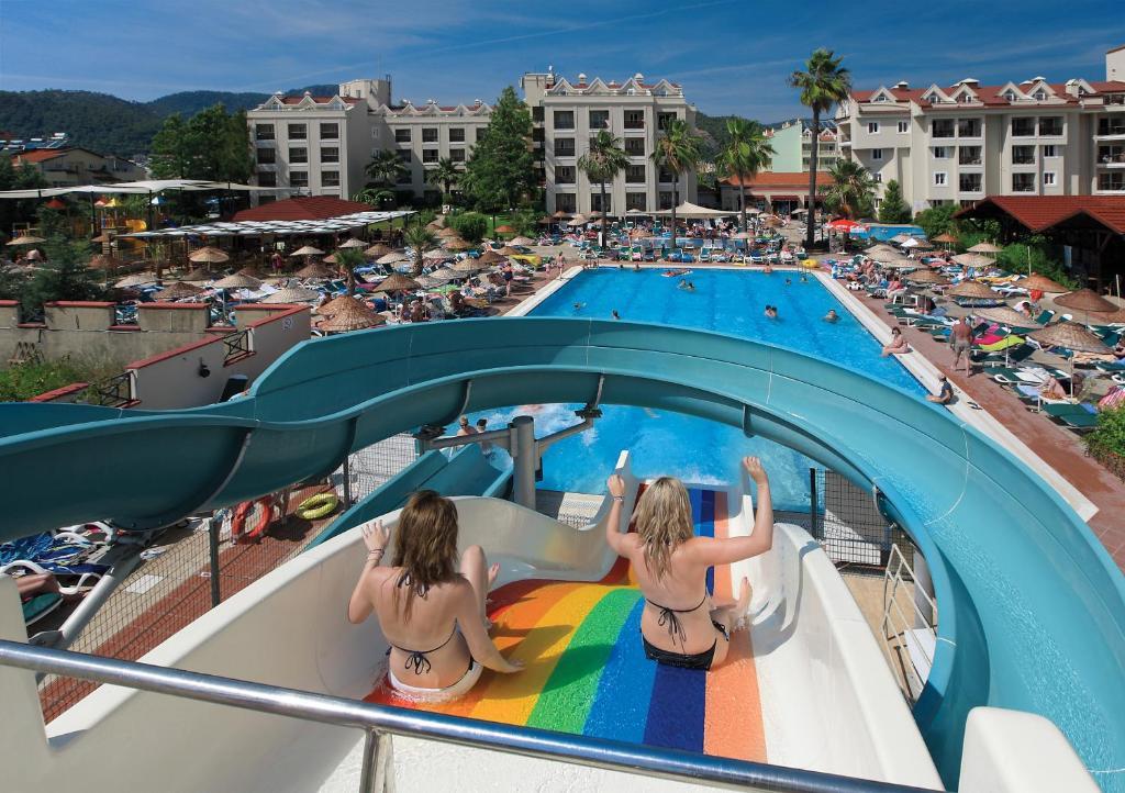 Вид на бассейн в Julian Club Hotel или окрестностях