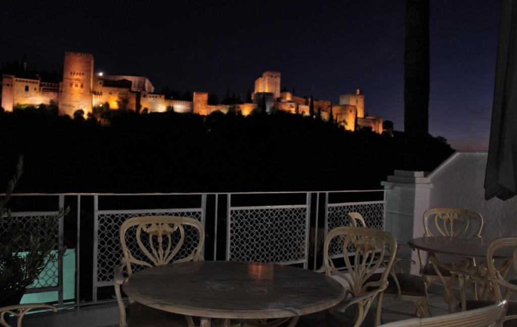 Un balcón o terraza de CANDIL Comares by Alhambra Suite
