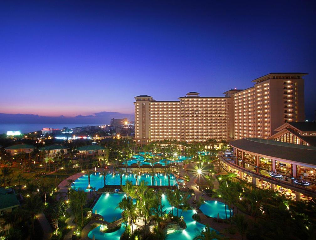 A view of the pool at Howard Johnson Resort Sanya Bay or nearby