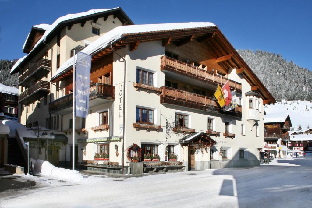 Hotel La Cruna during the winter
