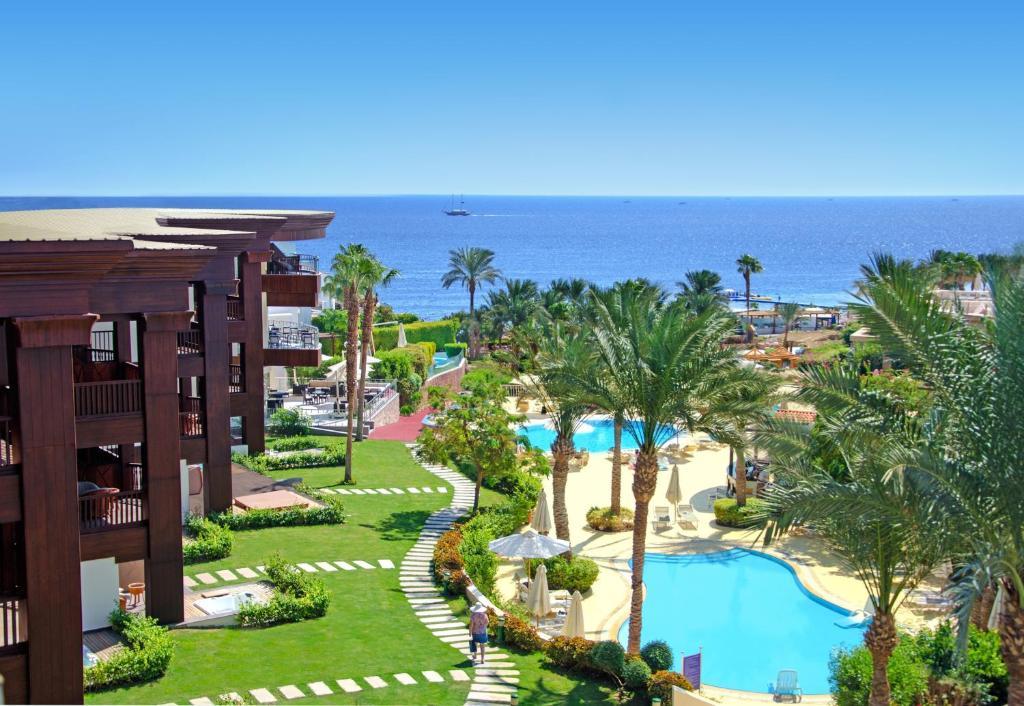 منظر المسبح في فندق و فيلات رويال سافوي او بالجوار