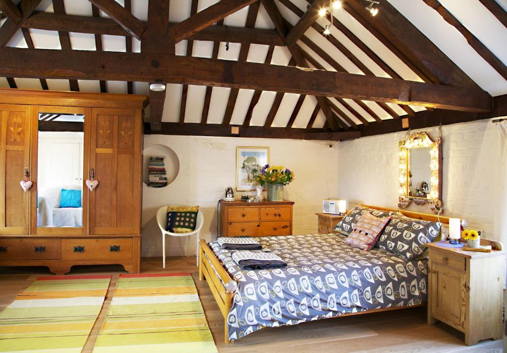 A bed or beds in a room at B&B at The Old Mill