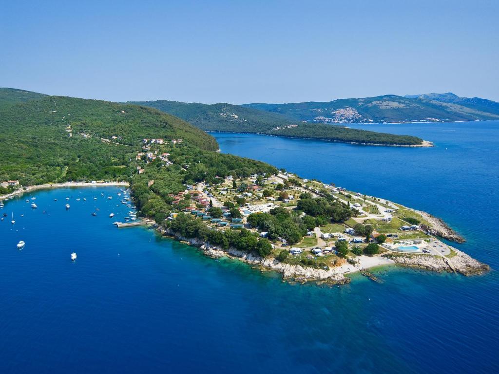 Widok z lotu ptaka na obiekt Marina Camping Resort by Valamar