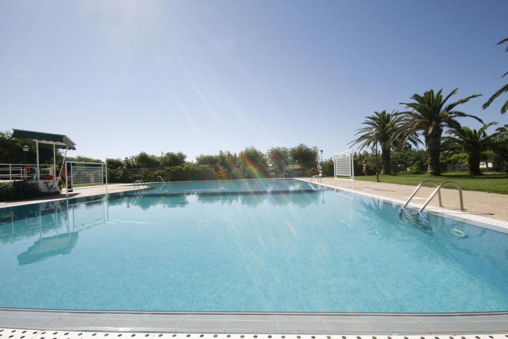 The swimming pool at or near Camping Playa y Fiesta
