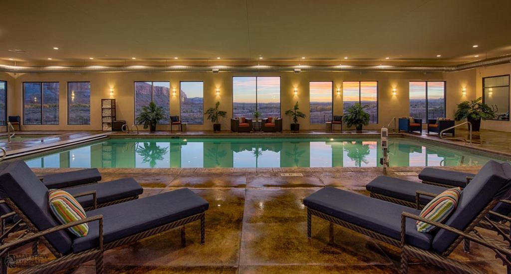 The swimming pool at or near Desert Rose Resort & Cabins
