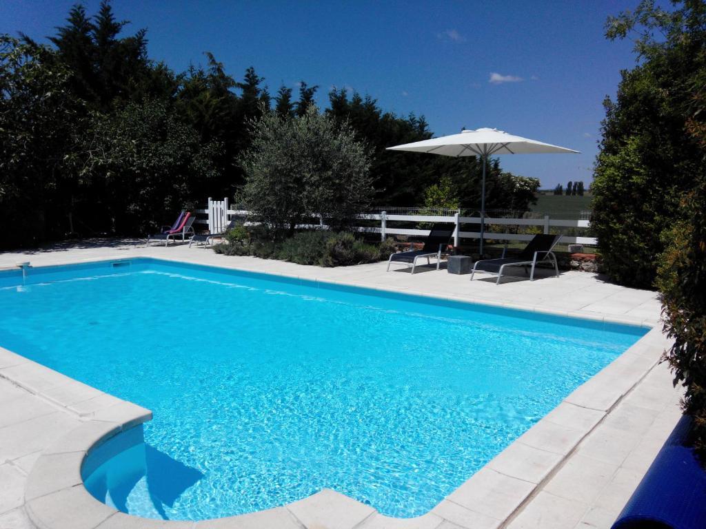 The swimming pool at or near Gites Les Vents Bleus