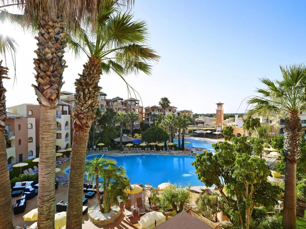 The swimming pool at or close to Four Seasons Vilamoura