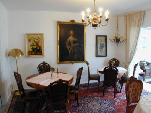 A restaurant or other place to eat at Haus Mooren, Hotel Garni