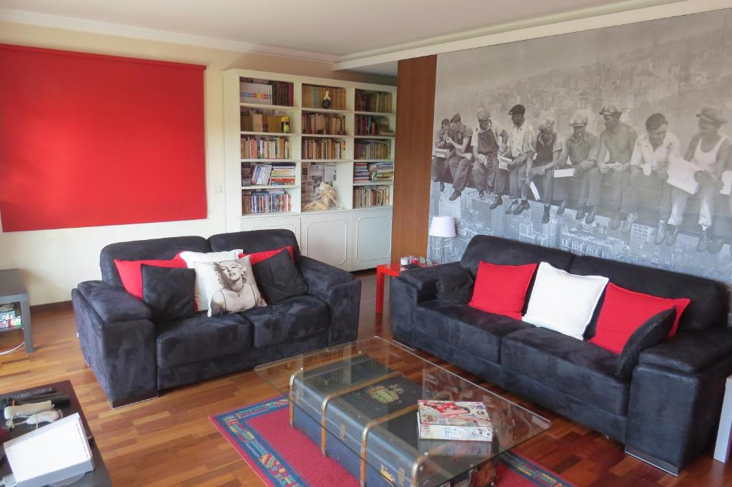 A seating area at Sweet Home Braga Hostel & Guest House