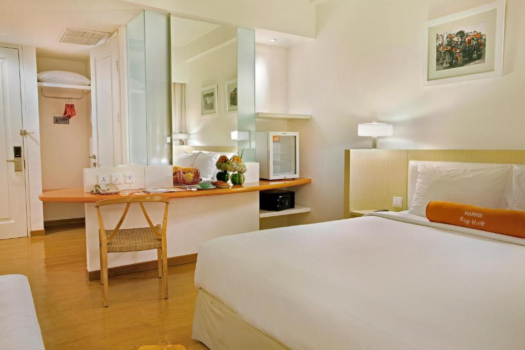 A bed or beds in a room at HARRIS Hotel & Conventions Malang