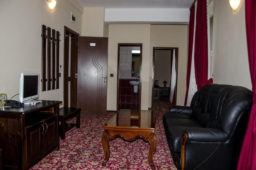 A seating area at Rubis Hotel