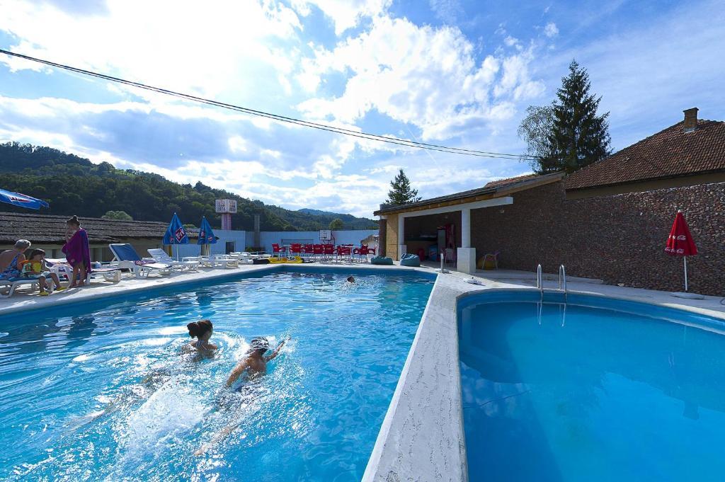 The swimming pool at or near Vila Etna