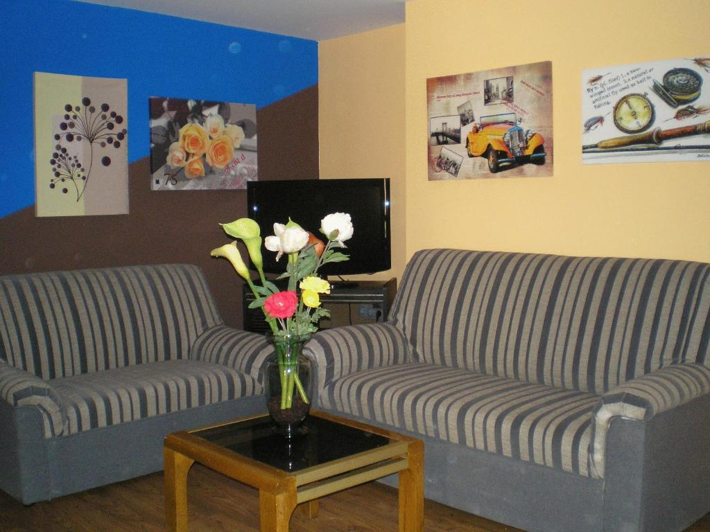 A seating area at Apartamentos Augusta Centro