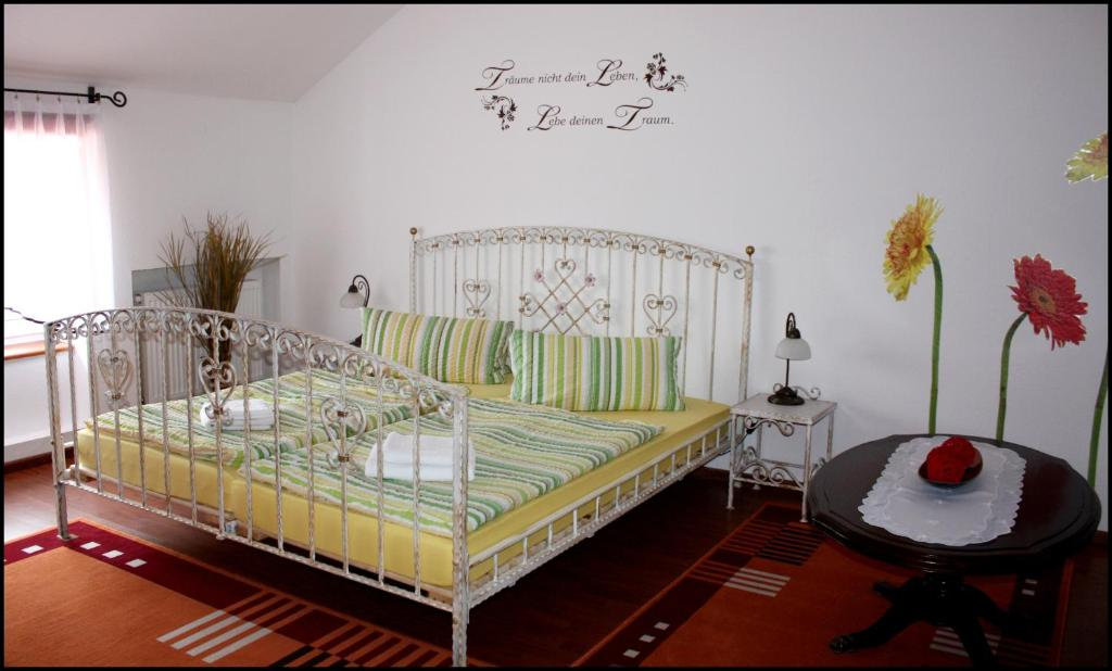 A bed or beds in a room at Agnieszkas Pension