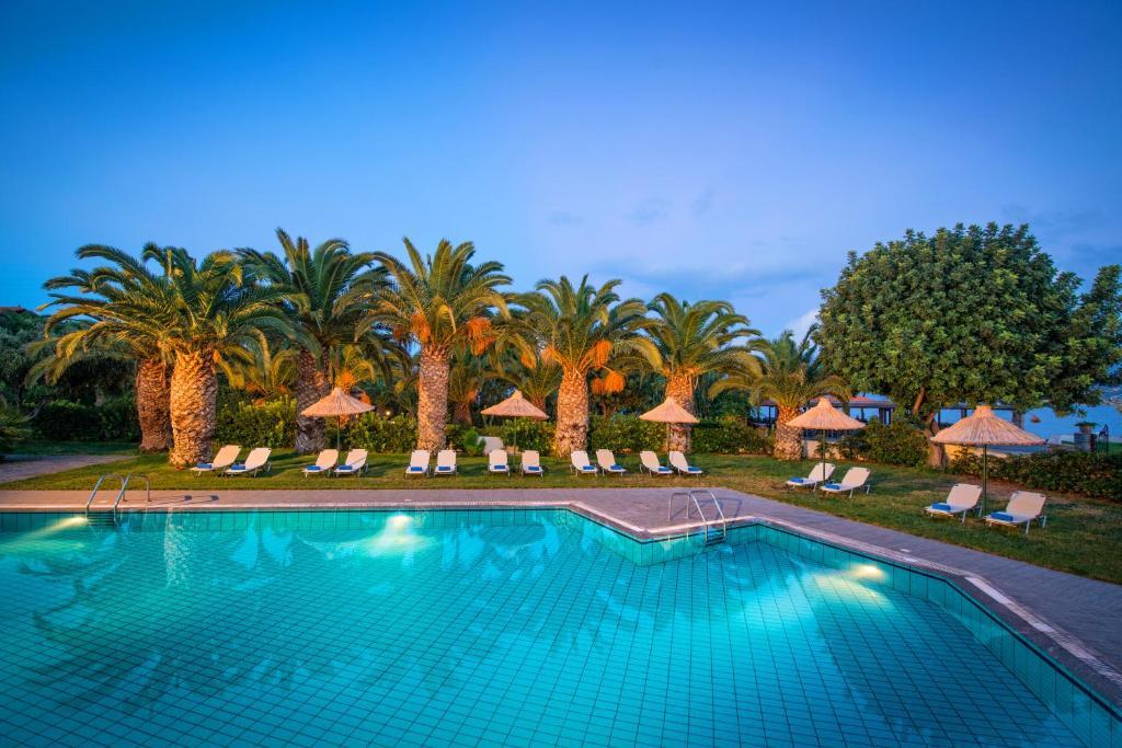 Het zwembad bij of vlak bij Hersonissos Maris