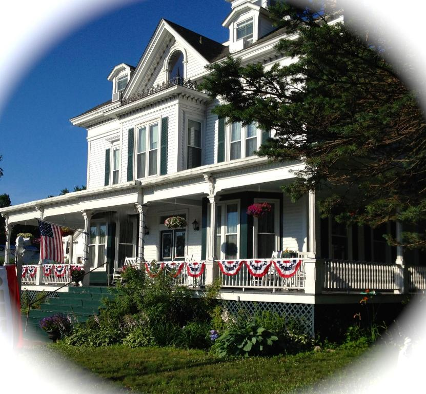 Center Harbor Sutton House B & B