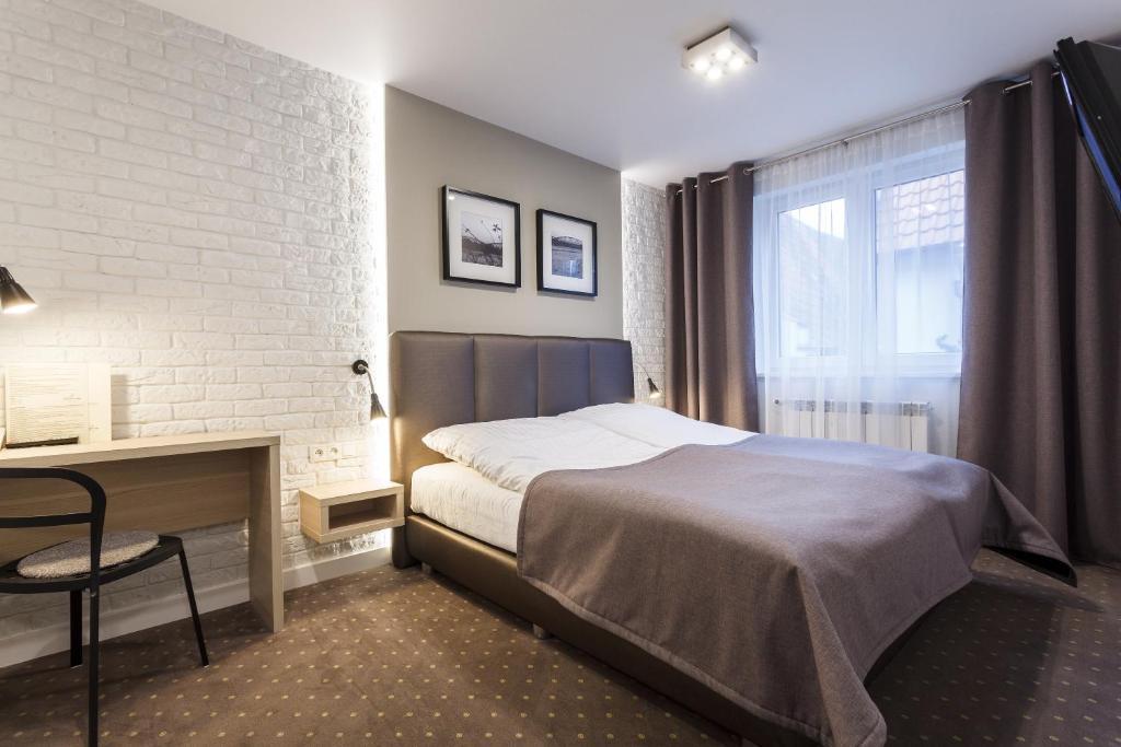 Łóżko lub łóżka w pokoju w obiekcie Hotel Czarna Róża