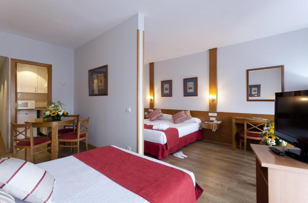 A bed or beds in a room at Muralto Madrid Princesa