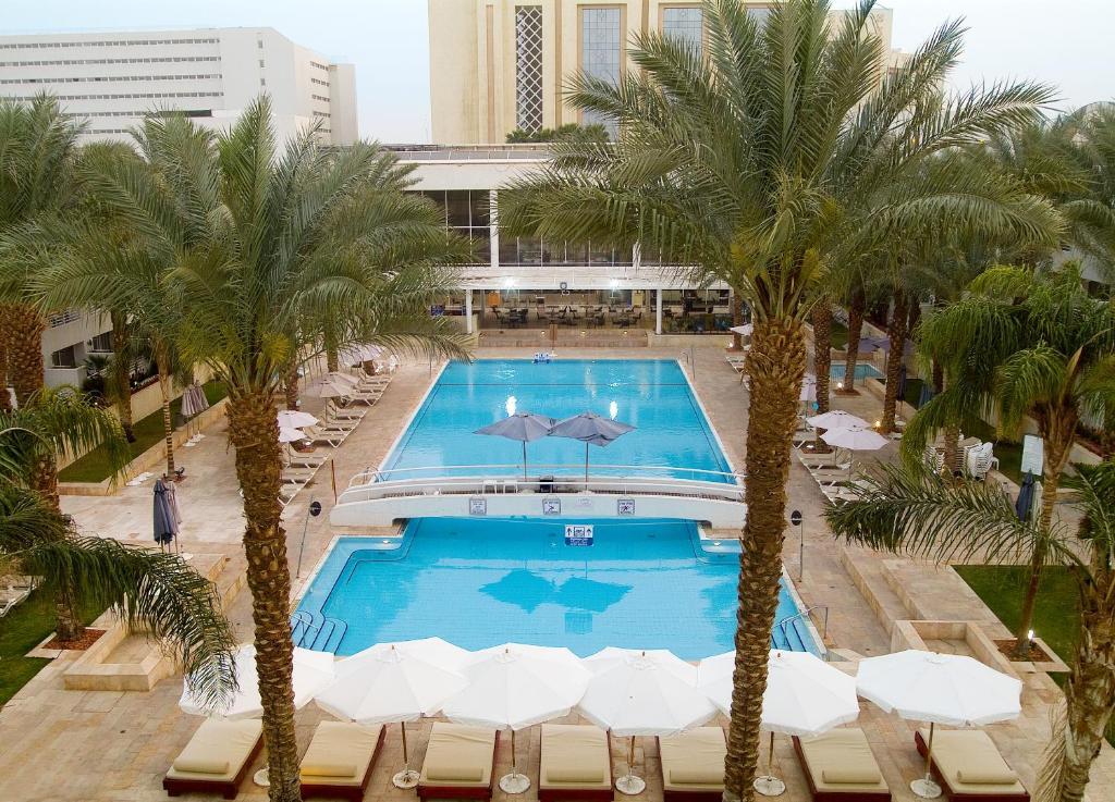 Uitzicht op het zwembad bij Leonardo Royal Resort Eilat of in de buurt