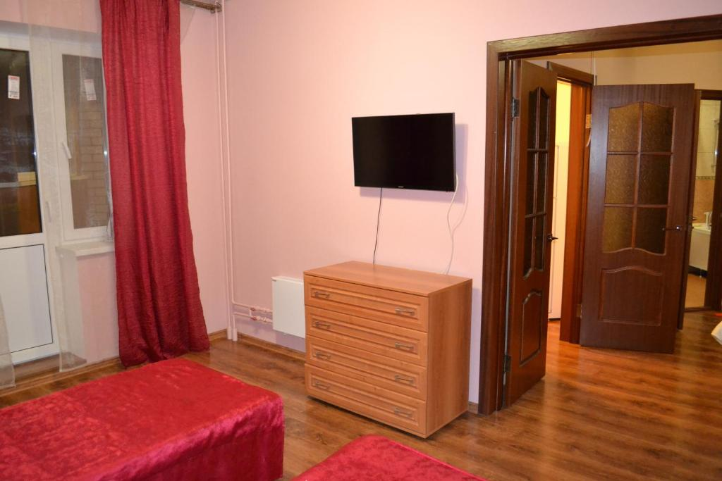 Телевизор и/или развлекательный центр в Apartamenty Revolutzii 1905 goda 11 th floor
