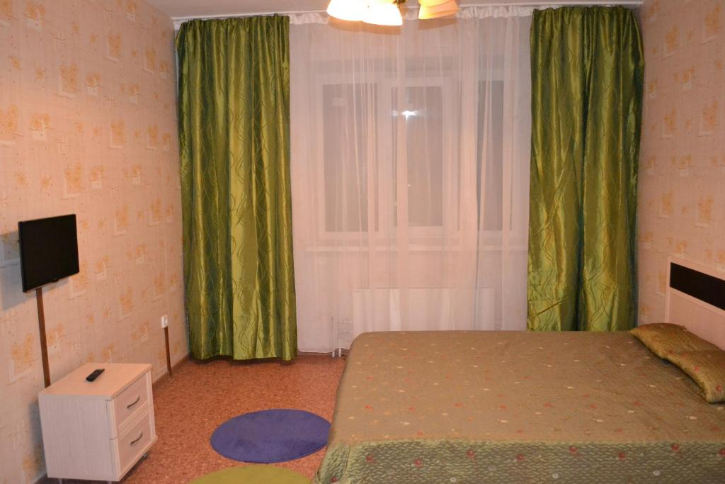 A bed or beds in a room at Apartamenty 45 Strelkovoy Divizii 108
