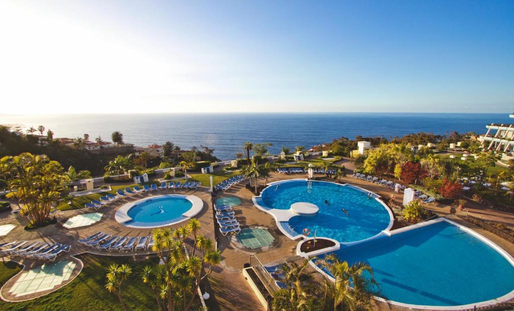 Widok na basen w obiekcie Hotel Spa La Quinta Park Suites lub jego pobliżu