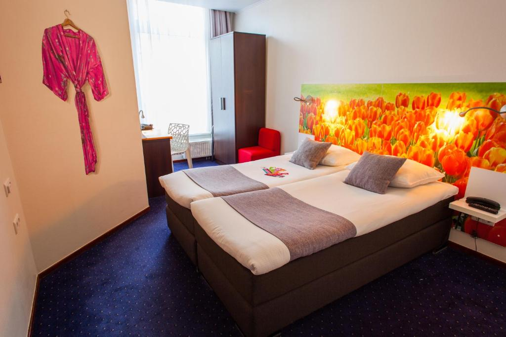 A bed or beds in a room at ibis Styles Amsterdam City