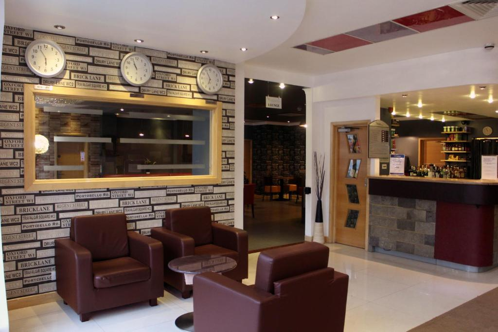 The lobby or reception area at Eurotraveller Hotel - Premier - Tower Bridge