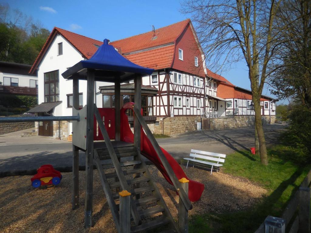 Ein Kinderspielbereich in der Unterkunft Gasthaus Gonnermann