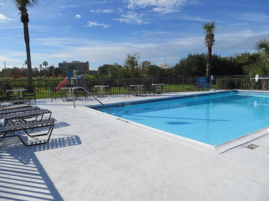 The swimming pool at or near Magic Castle Inn & Suites Motel