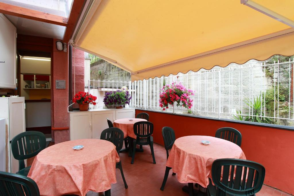A restaurant or other place to eat at Albergo Al Carugio
