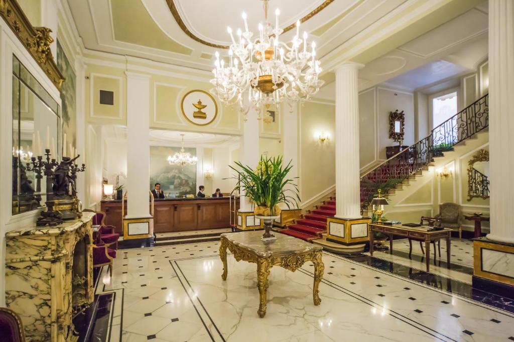 El vestíbulo o zona de recepción de Grand Hotel Majestic gia' Baglioni