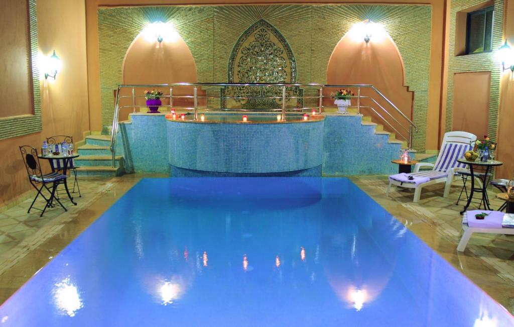 The swimming pool at or near Residence Hotel Assounfou