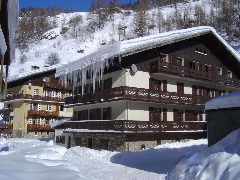 Hotel Le Genepy during the winter