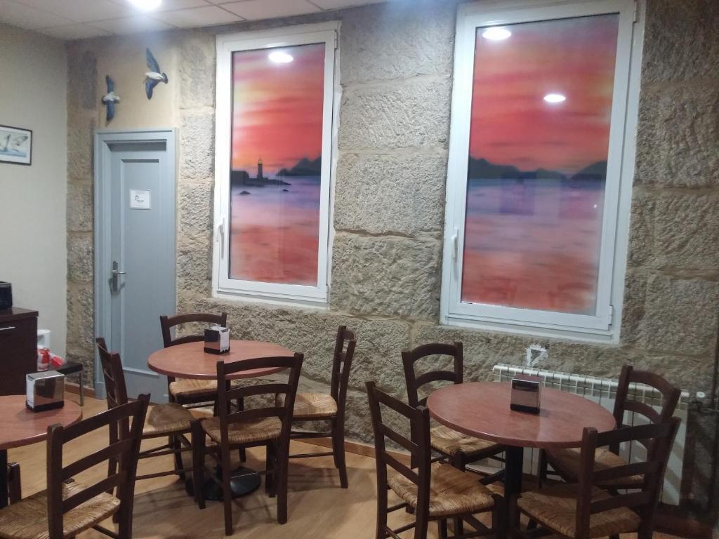 Un restaurante o sitio para comer en Hotel Náutico