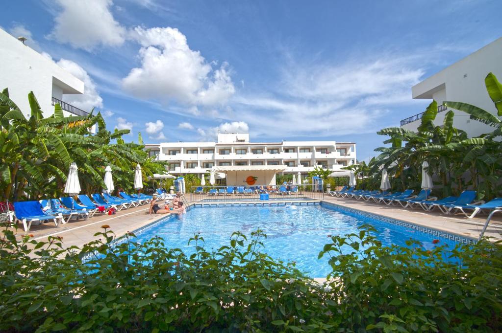 Het zwembad bij of vlak bij Casa Luis Apartments