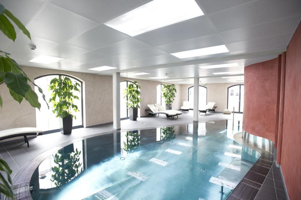 The swimming pool at or near Hotel Freihof Prichsenstadt